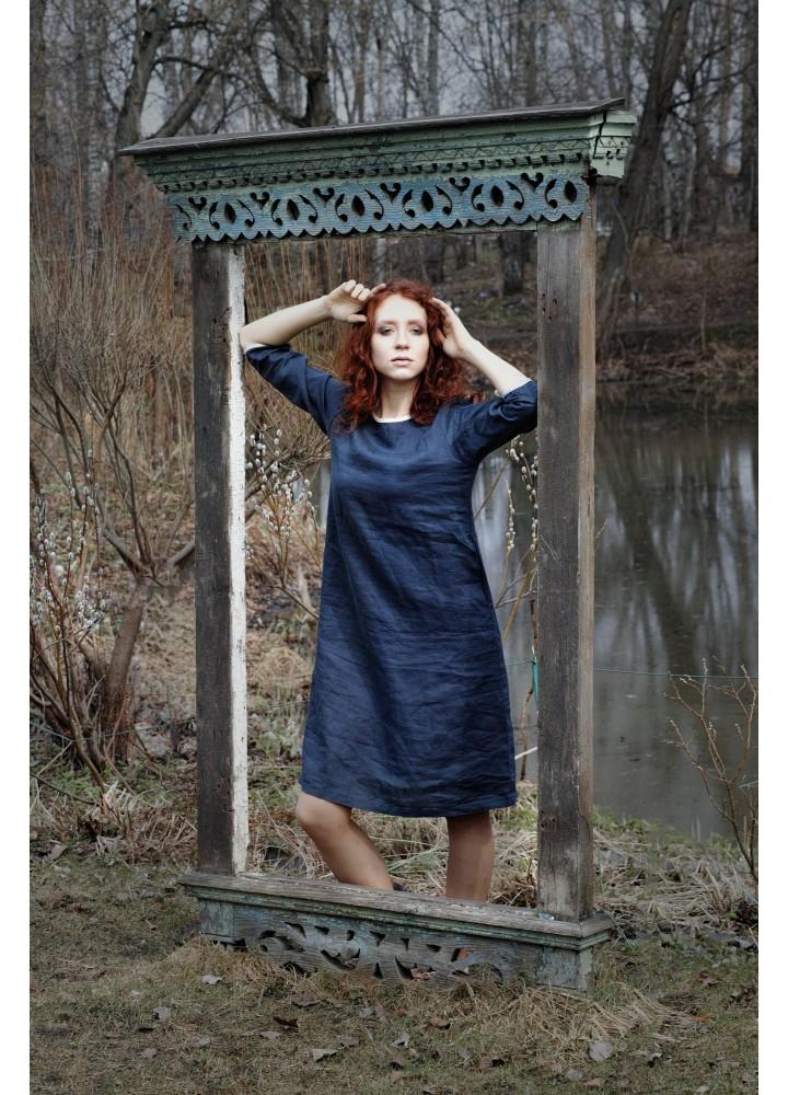 Тёмно-синее платье из льна