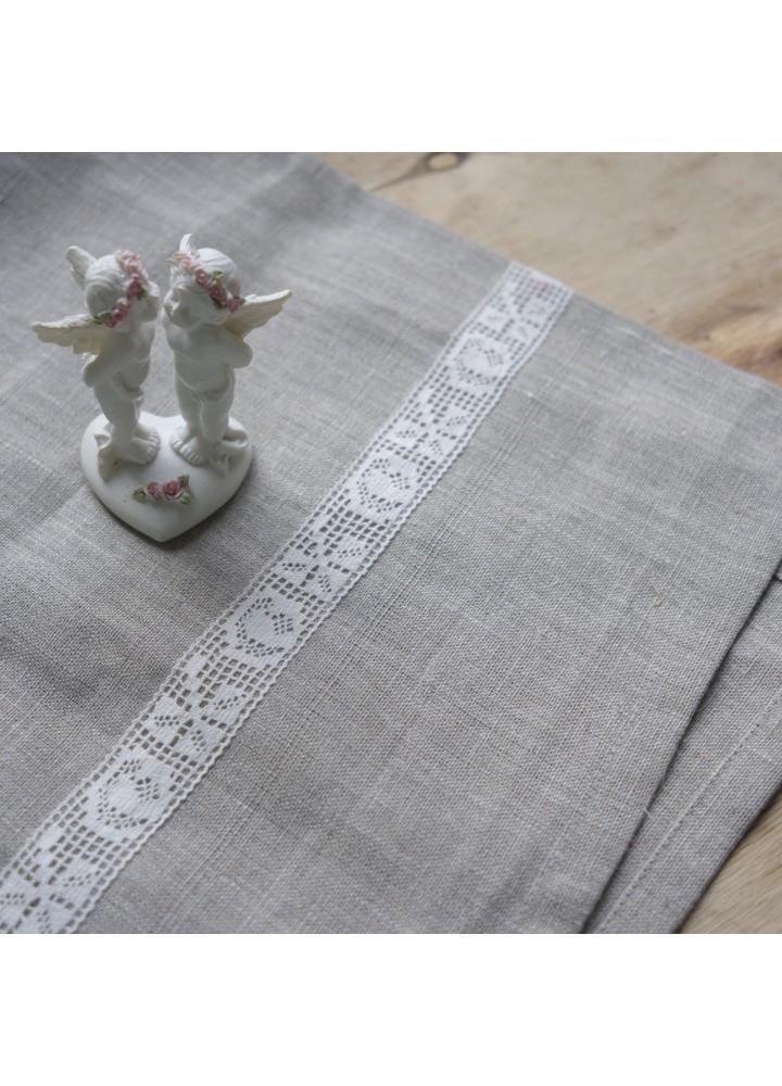 Льняное полотенце с кружевом