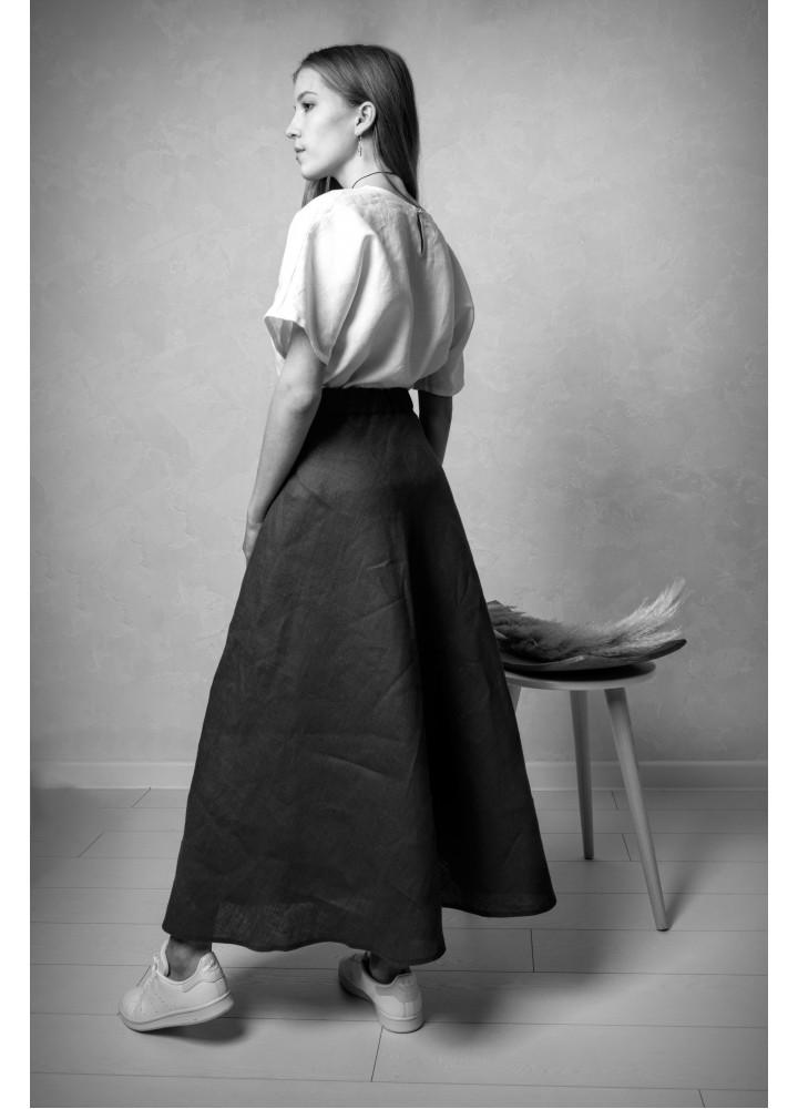 Длинная юбка из чёрного льна на пуговицах